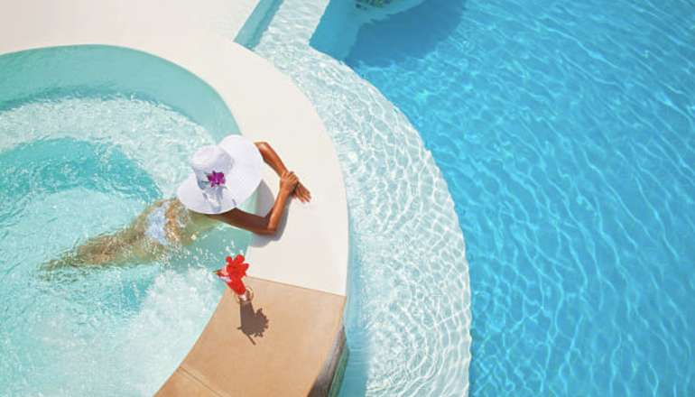 Entretenir sa piscine pendant l'été : nos conseils ! 💦